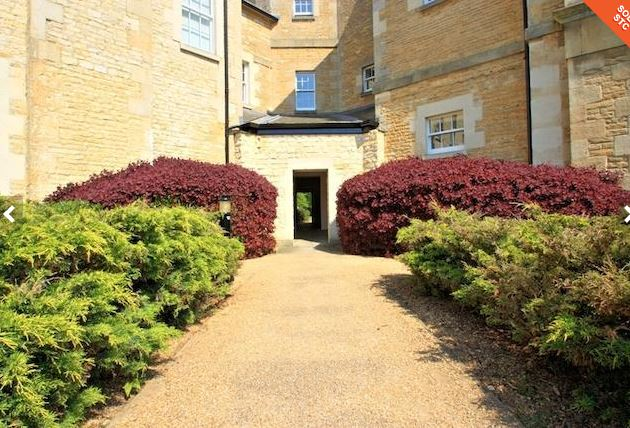 Contemporary 2 Bedroom Flat in St Georges Park to Rent: