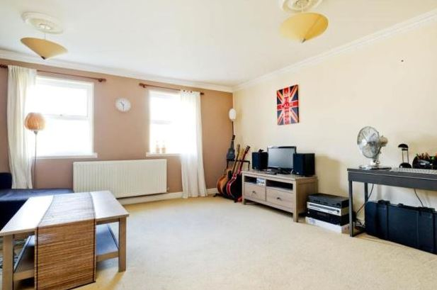 2 Bed Flat To Rent in Oxford: