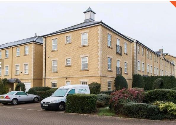 Contemporary 2 Bedroom Flat in St Georges Park to Rent